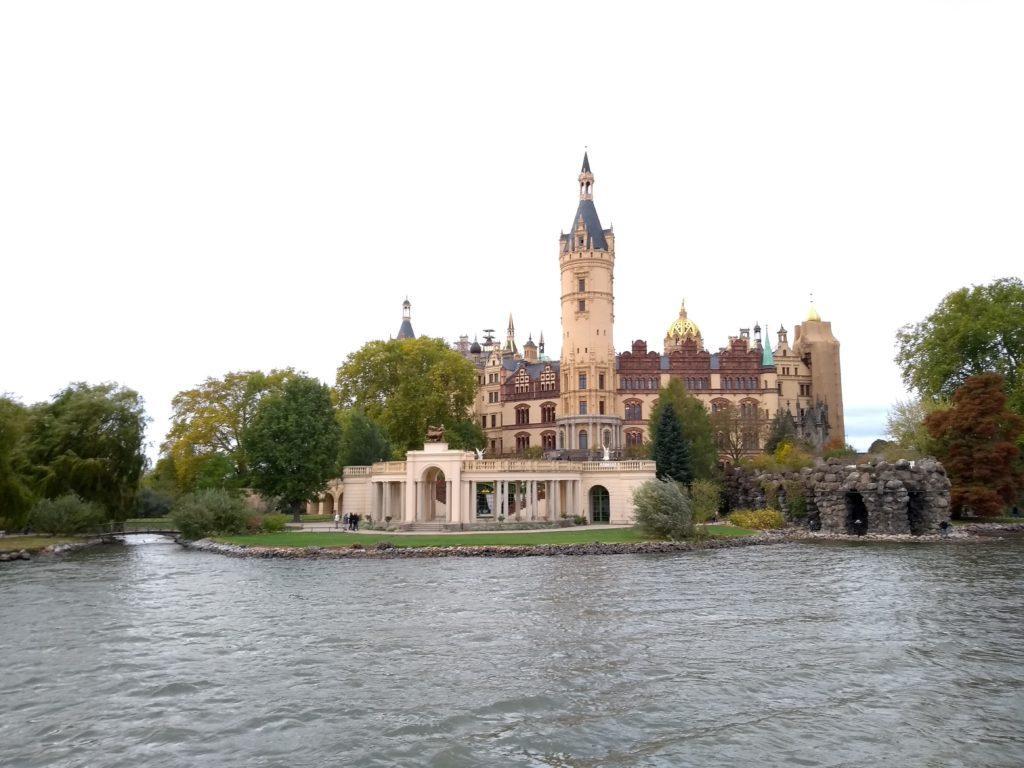 Schweriner Schloss vom See aus